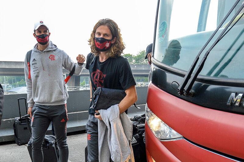 Filipe Luís em viagem para o Equador