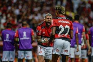 Bruno Henrique e Gabigol comemoram