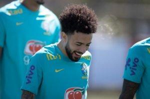Claudinho em treino da Seleção Brasileira