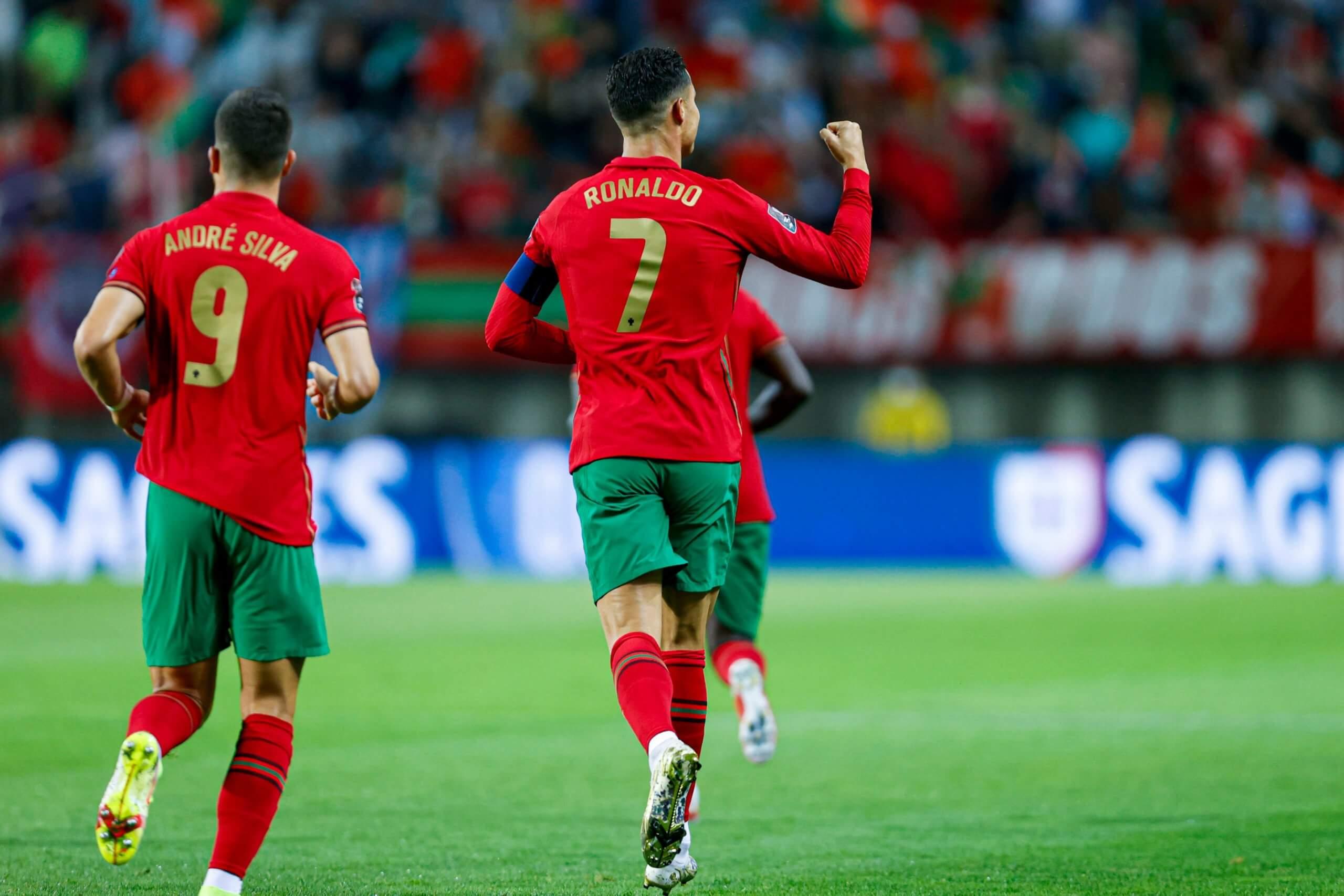 Cristiano Ronaldo comemora mais um gol por Portugal