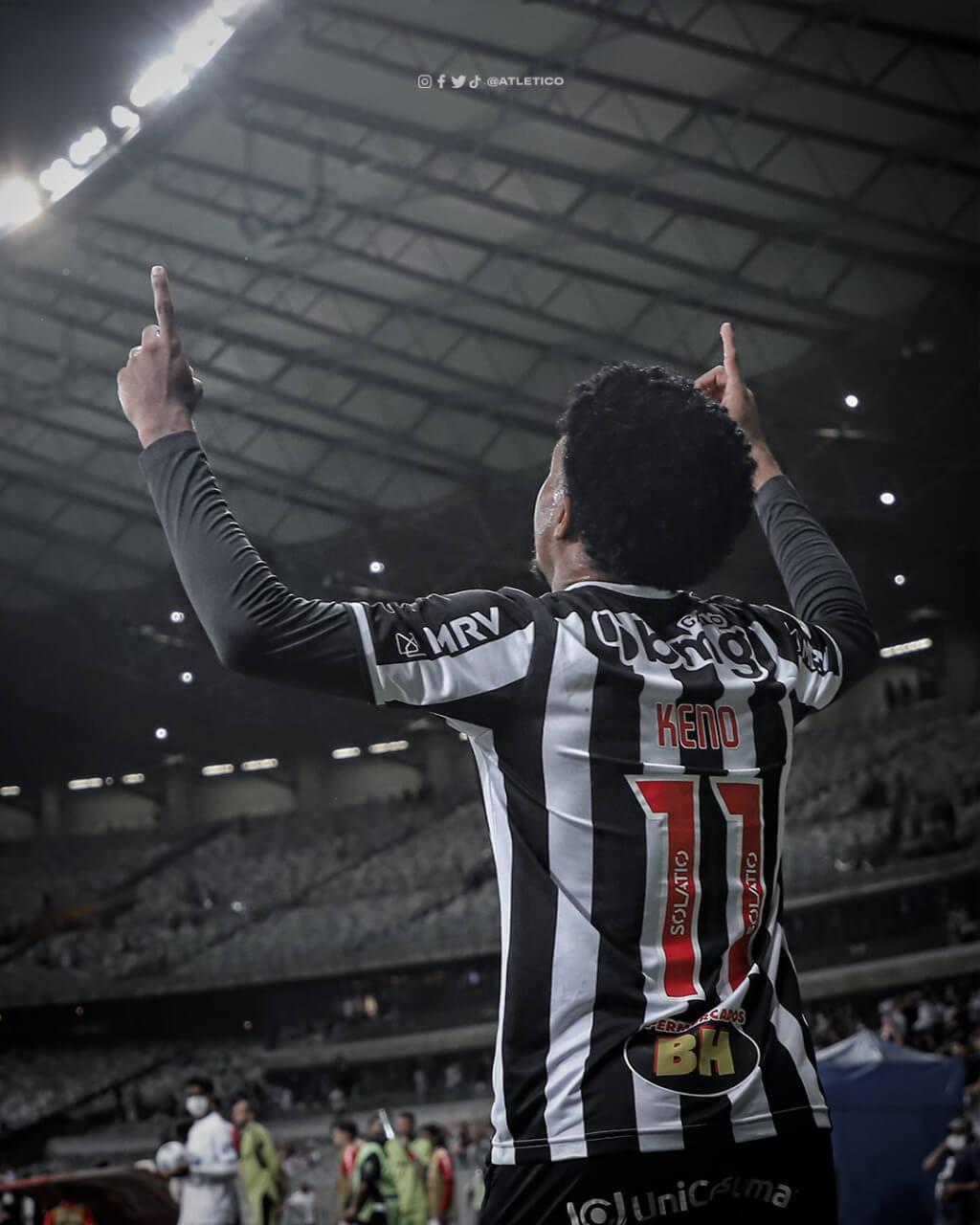 Keno comemora o gol pelo Galo