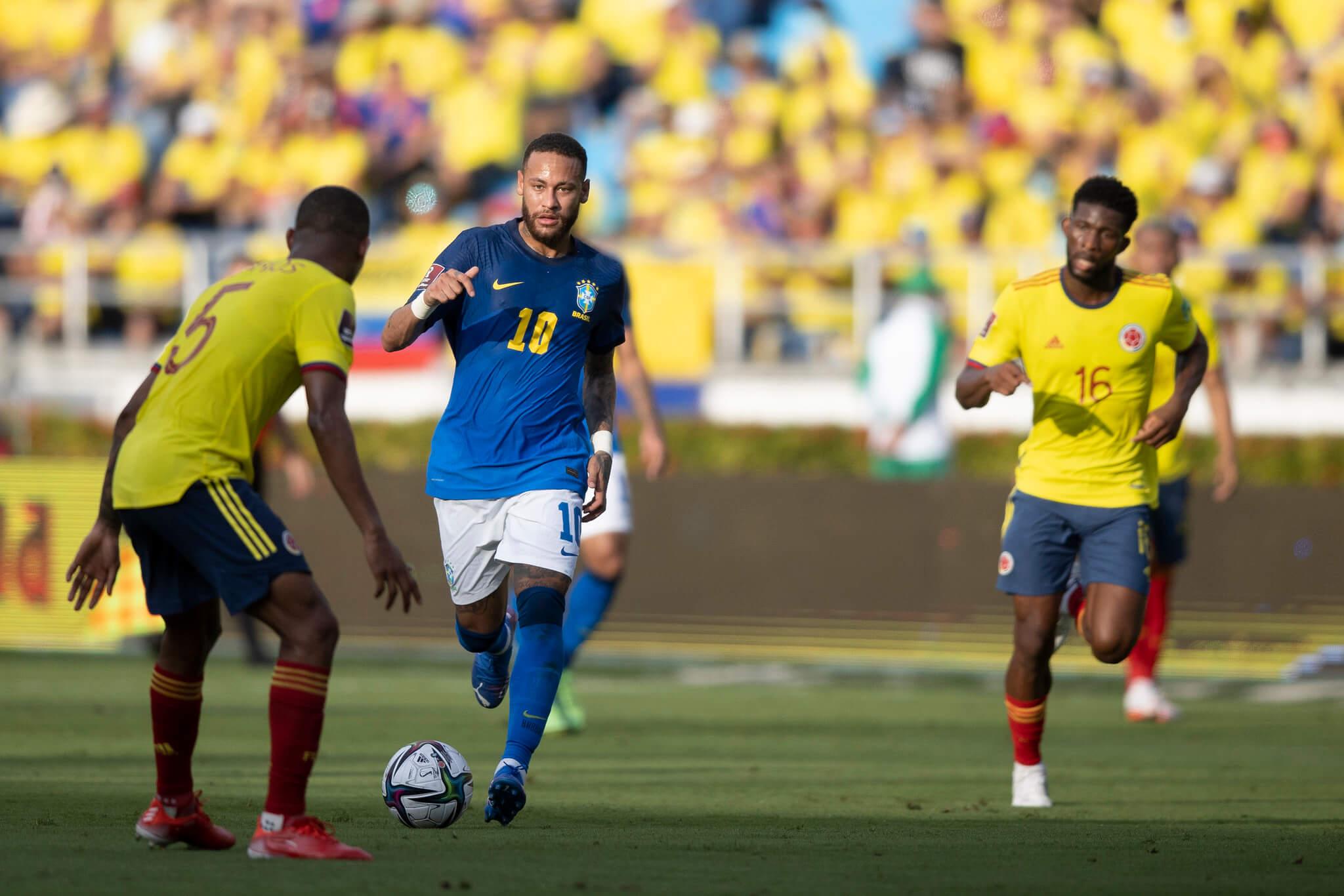 Neymar em ação contra a Colômbia