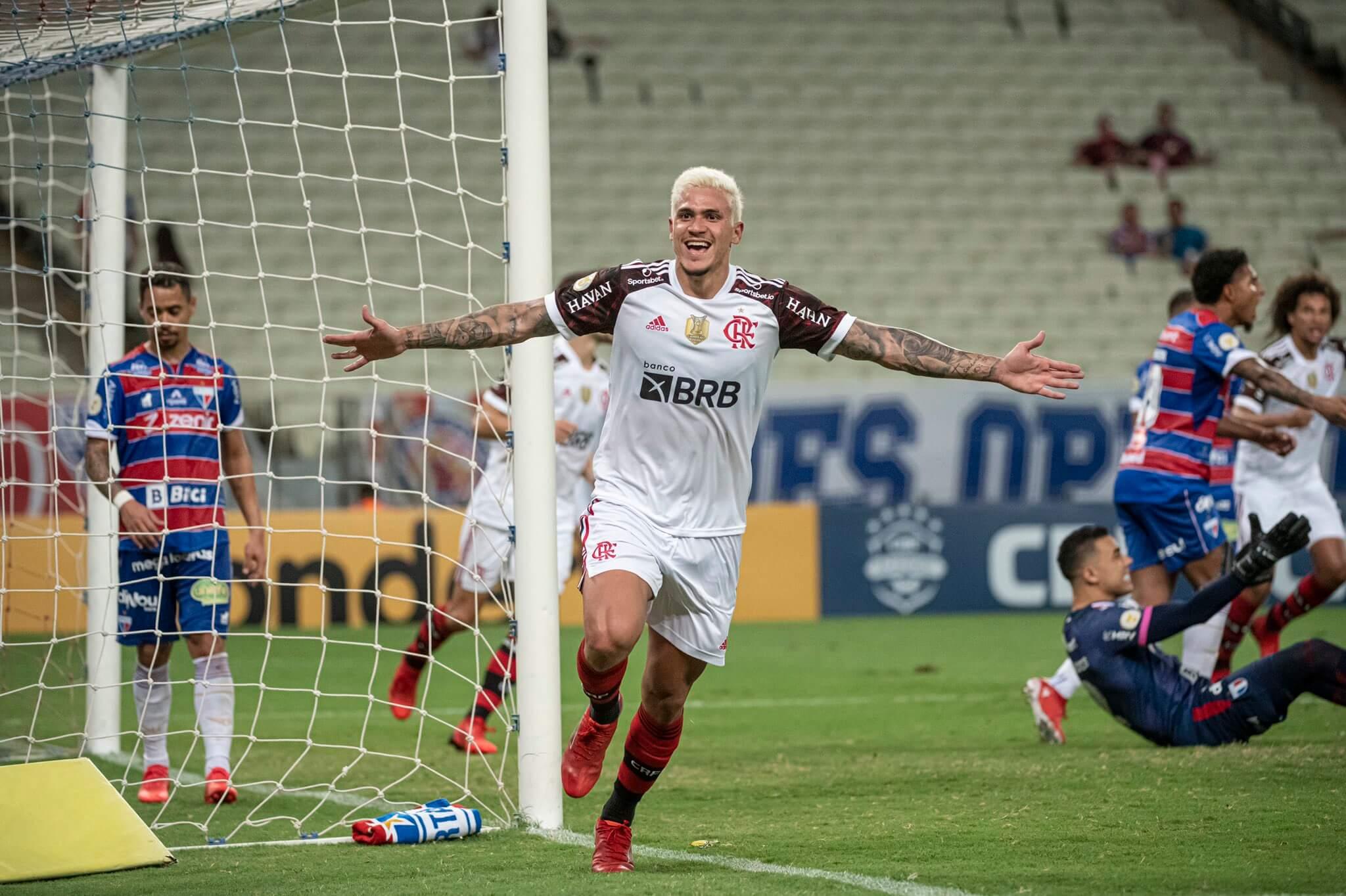 Pedro comemora o gol pelo Flamengo